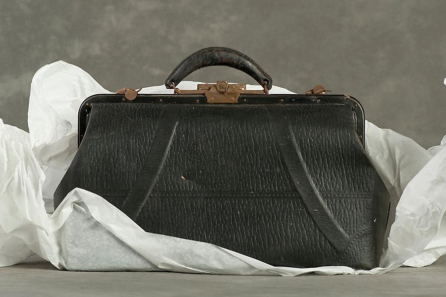 Willard Suitcases / Grace S / ©2014 Jon Crispin