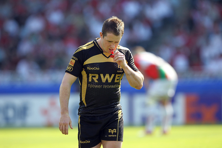 Photo: Iconsport/Richard Lane Photography. Biarritz Olympique v Ospreys. Heineken Cup Quarter Final. 10/04/2010. Ospreys' Shane Williams shows his dejection.