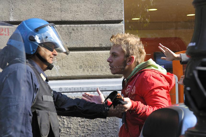 Palermo clashes between students and police during students day.<br /> Palermo, scontri tra studenti e forze dell'ordine durante la giornata dello studente