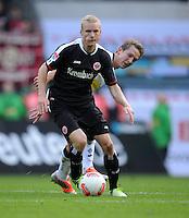FUSSBALL   1. BUNDESLIGA  SAISON 2012/2013   7. Spieltag   Borussia Moenchengladbach - Eintracht Frankfurt   07.10.2012 Sebastian Rode (Eintracht Frankfurt) vor Luuk De Jong (Borussia Moenchengladbach)