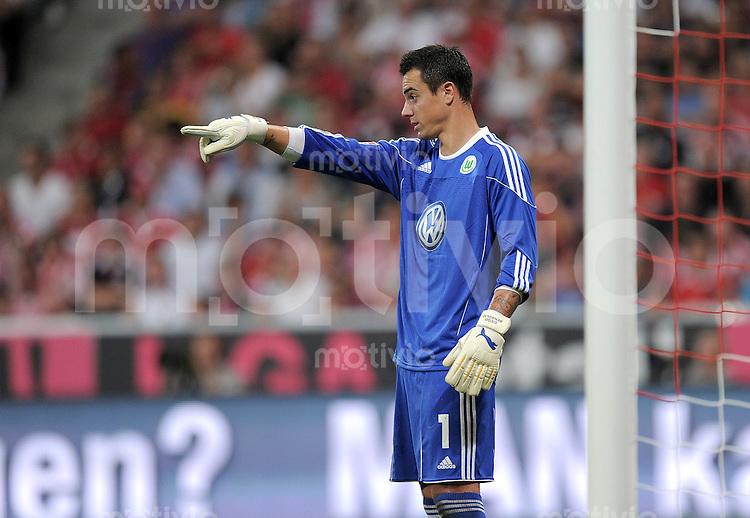 FUSSBALL   1. BUNDESLIGA   SAISON 2010/2011  1. SPIELTAG FC Bayern Muenchen - VfL Wolfsburg                     20.08.2010 Torwart Diego BENAGLIO (Wolfsburg)