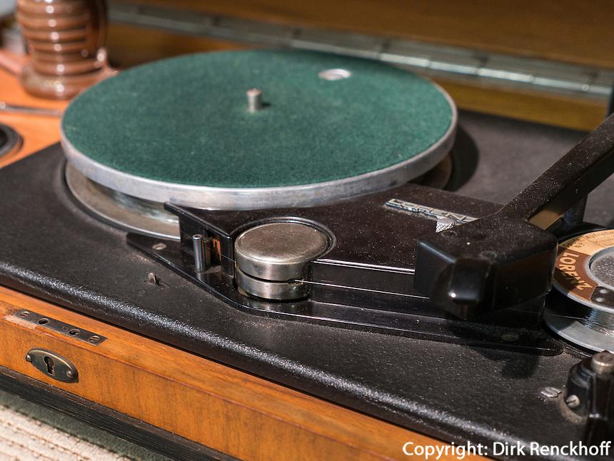 Plattenspieler imElectrum - Museum der Elektrizit&auml;t, Hamburg - Harburg, Deutschland, Europa<br /> record player imElectrum - Museum of electricity,  Hamburg-Harburg, Germany Europe