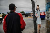 Serie: Mujer Objeto.<br /> Un cartel son silueta y rostro de mujer anuncia consultas medicas en las farmacias gen&eacute;ricas de Solidaridad y calle Alvaro Nu&ntilde;ez en la colonia Progresista de Hermosillo Sonora. <br /> 6dicciembre2017<br /> (Foto: Luis Gutierrez /NortePhoto.com)