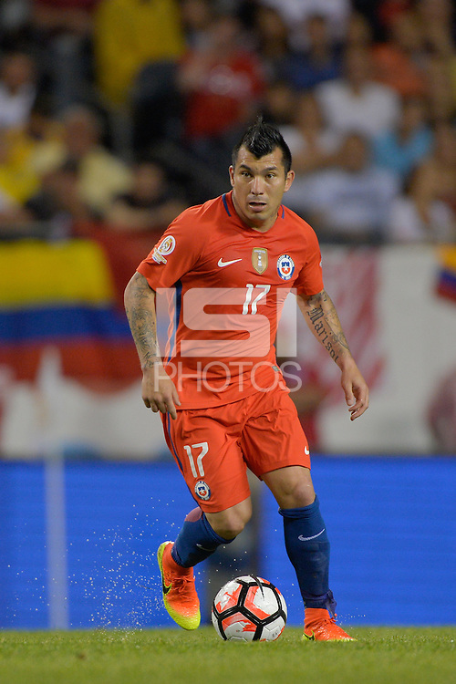 Chicago, IL - Wednesday June 22, 2016: Gary Medel during a Copa America Centenario semifinal match between Colombia (COL) and Chile (CHI) at Soldier Field.