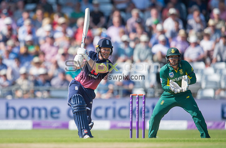 Picture by Allan McKenzie/SWpix.com - 24/05/2017 - Cricket - Royal London One-Day International - England v South Africa - Headingley Cricket Ground, Leeds, England - England's Eoin Morgan his out against South Africa.