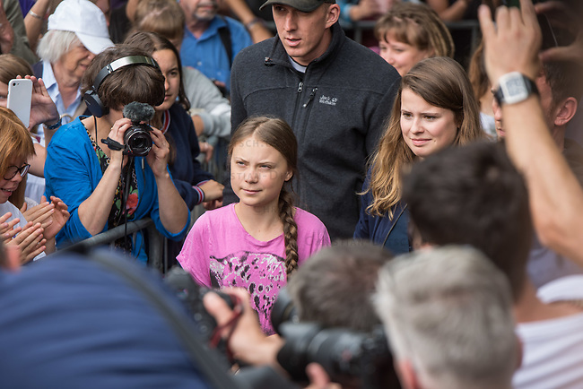 """Schuelerstreik und Demonstration """"Fridays4Future"""" (#f4f) in Berlin.<br /> Ca. 2.000 Menschen, hauptsaechlich Schuelerinnen und Schueler versammelten sich am Freitag den 19. Juli 2019 in Berlin mit ihrer woechentlichen Klimademonstration vor dem Wirtschaftsministerium in Berlin. Sie protestieren gegen die Klimapolitik der Wirtschaft und der Bundesregierung und fordern die Einhaltung der """"Pariser Klimaziele"""", die eine Begrenzung der Erderwaermung auf 1,5°C vorsieht.<br /> Als Gast sprach die schwedische Klimaschutzaktivistin Greta Thunberg (links im Bild), die mit ihrem individuellen Schulstreik die """"Fridays for Future"""" ausgeloest hat. Rechts: Luisa-Marie Neubauer, Fridays 4 Future.<br /> 19.7.2019, Berlin<br /> Copyright: Christian-Ditsch.de<br /> [Inhaltsveraendernde Manipulation des Fotos nur nach ausdruecklicher Genehmigung des Fotografen. Vereinbarungen ueber Abtretung von Persoenlichkeitsrechten/Model Release der abgebildeten Person/Personen liegen nicht vor. NO MODEL RELEASE! Nur fuer Redaktionelle Zwecke. Don't publish without copyright Christian-Ditsch.de, Veroeffentlichung nur mit Fotografennennung, sowie gegen Honorar, MwSt. und Beleg. Konto: I N G - D i B a, IBAN DE58500105175400192269, BIC INGDDEFFXXX, Kontakt: post@christian-ditsch.de<br /> Bei der Bearbeitung der Dateiinformationen darf die Urheberkennzeichnung in den EXIF- und  IPTC-Daten nicht entfernt werden, diese sind in digitalen Medien nach §95c UrhG rechtlich geschuetzt. Der Urhebervermerk wird gemaess §13 UrhG verlangt.]"""