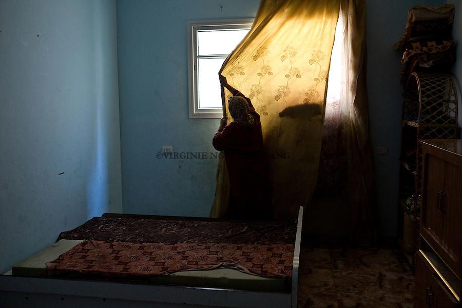 Gaza, Beach Camp: Majed sleeps during the day. Only on fridays and when the weather is not good he doesn't go to sea. <br /> <br /> Gaza, Beach Camp: Majed dort la journ&eacute;e. Seul les vendredi et jours de mauvais temps il ne va pas en mer.