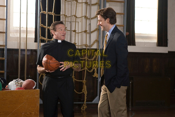 ROBIN WILLIAMS & JOHN KRASINSKI.in License to Wed .**Editorial Use Only**.CAP/FB.Supplied by Capital Pictures