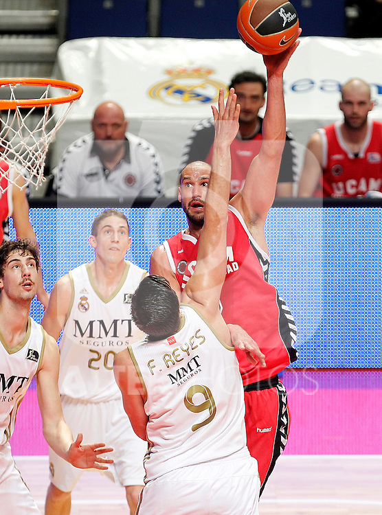 Real Madrid's Felipe Reyes (b) and UCAM Murcia's James Augustine during Liga Endesa ACB match.April 1,2012. (ALTERPHOTOS/Acero)