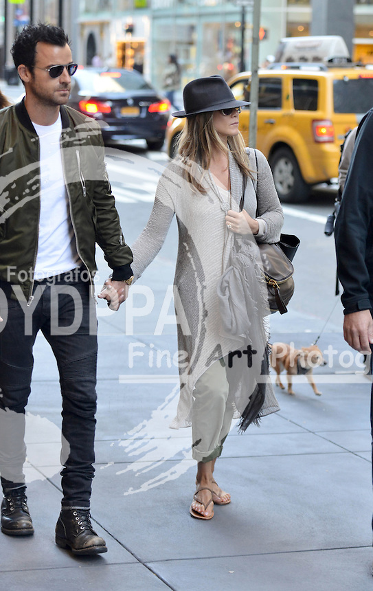 NEW YORK  051213<br /> ************WORLDWIDE RIGHTS  **********<br /> PICTURES BY: EAGLEPRESS<br /> NO WEB USE WITHOUT PREVIOUS AGREEMENT<br /> -----------------------------------<br /> JENNIFER ANISTON, JUSTIN THEROUX HOLDING HANDS OUTSIDE BARNEYS OF NEW YORK<br /> ----------------------------------<br /> CONTACT: +1 917 7100494<br /> photos@eaglepress.us