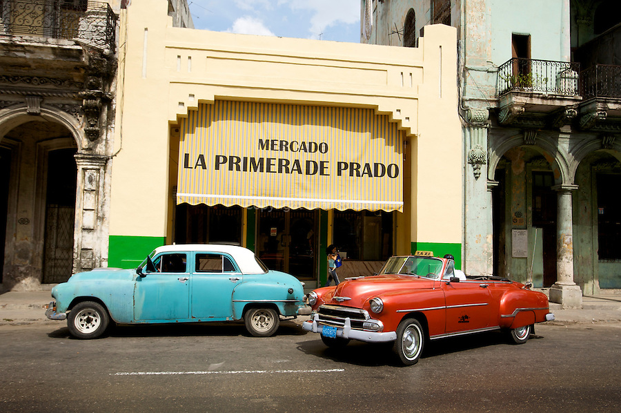 More than 60 000 old american cars are still used in the streets of La Habana and the roads of Cuba