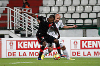 MANIZALES -COLOMBIA 10-03-2013. Edward Jiménez del Once Caldas Jeferson Mena, disputan el Balón durante el partido de la Liga Postobón, entre Once Caldas y Medellín en el estadio Palogrande de Manizales. Edward Jimenez of Caldas and Jeferson Mena fight for the ball during the game of  Postobon League 2013–I beetwen ONce Caldas and Independiente Medellín. Photo: VizzorImage / JJ Bonilla / CONT