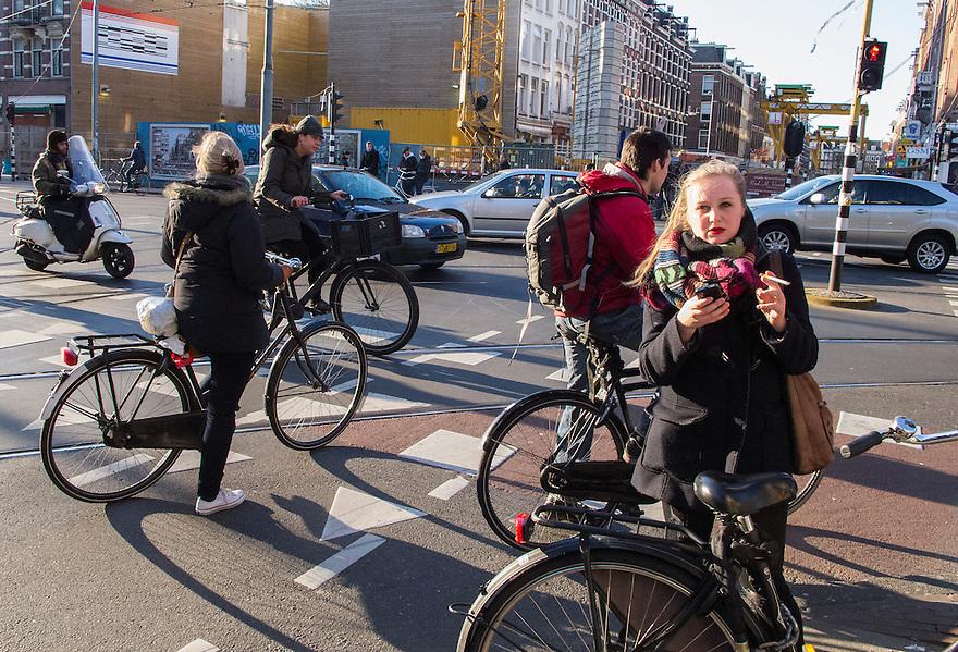 Nederland, Amsterdam, 2 april 2013<br /> Kruising Ceintuurbaan en Ferdinand Bolstraat met veel fietsers en tramrails.<br /> Foto(c): Michiel Wijnbergh