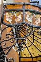 Cuba, Habana, Jugendstillverglasung in der Calle de Mercaderes, Unesco-Weltkulturerbe