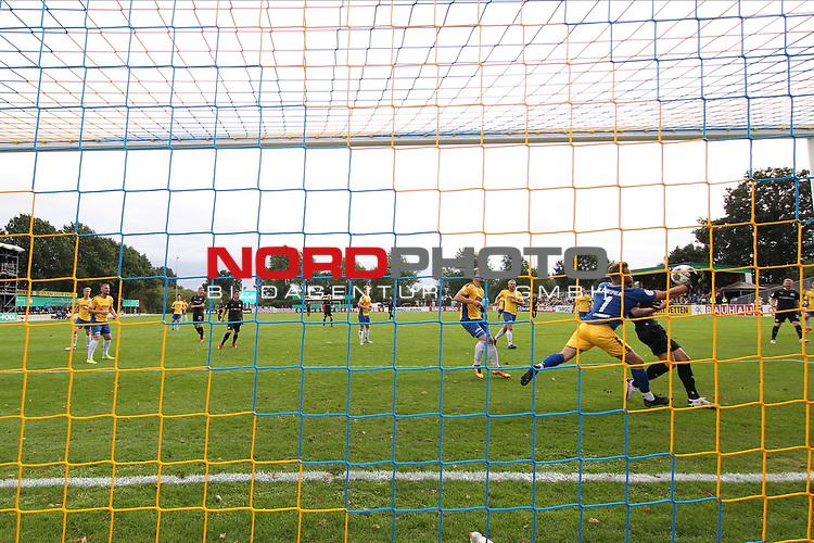 12.09.2020, JODA Sportpark, Todesfelde, GER, DFB-Pokal Runde1 SV Todesfelde vs. VfL Osnabrueck <br /> <br /> DFB REGULATIONS PROHIBIT ANY USE OF PHOTOGRAPHS AS IMAGE SEQUENCES AND/OR QUASI-VIDEO.<br /> <br /> im Bild / picture shows<br /> Torwart Fabian Landvoigt (SV Todesfelde) pariert den Ball von Marc Heider (VfL Osnabrueck)<br /> <br /> <br /> <br /> Foto © nordphoto / Tauchnitz