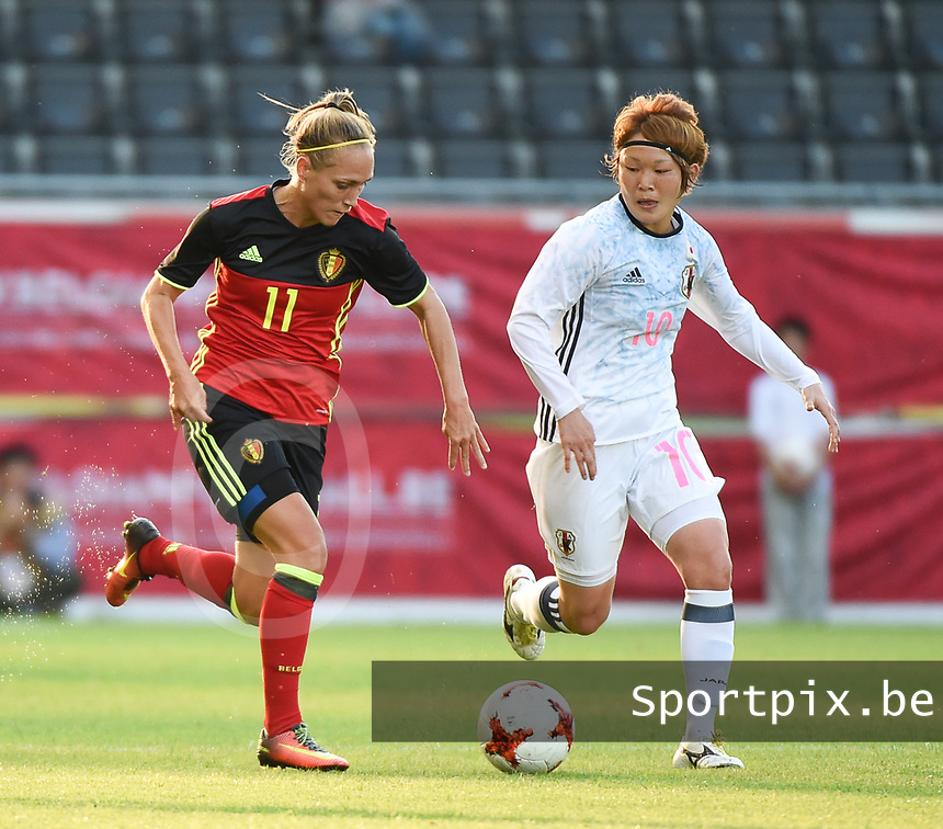 20170613 - LEUVEN ,  BELGIUM : Belgian Janice Cayman (L) and Japanese Mizuho Sakaguchi (R) pictured during the female soccer game between the Belgian Red Flames and Japan , a friendly game before the European Championship in The Netherlands 2017  , Tuesday 13 th Juin 2017 at Stadion Den Dreef  in Leuven , Belgium. PHOTO SPORTPIX.BE | DIRK VUYLSTEKE