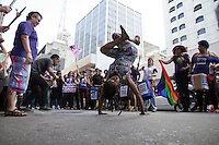 SÃO PAULO, SP - 01.06.2013: XI CAMINHADA DE LÉSBICAS E BISSEXUAIS DE SP -  Acontece em São Paulo a XI Caminhada de Lésbicas e Bissexuais de SP, manifestação tem como objetivo a luta contra a violência lesbofóbica. A caminhada tem início no vão do MASP (Av. Paulista) e terá como destino final a Praça Roosevelt, onde acontecem os shows das bandas: Santa Claus, Anti-Corpos, Luana Hansen, Bárbara Deister, Joana Flor, Dona Selma Vai à Feira e DJ Lix . (Foto: Marcelo Brammer/Brazil Photo Press)