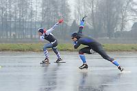 SCHAATSEN: BANTEGA: Eerste kortebaanwedstrijd heren op natuurijs in Bantega, winnaar Jesper Hospes (voorgrond), tegenstander Jorne Jonkman (4e), Rob van Grinsven(2e), Rolf Haaze (3e), ©foto Martin de Jong