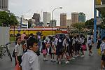 Singapore: Chinatown &egrave; il cuore culturale di Singapore delimitata e qui si riesce ad avere una vaga idee del modo di vivere degli immigrati cinesi che plasmarono e costruirono la Singapore moderna.<br /> NELLA FOTO studenti in divisa scolastica