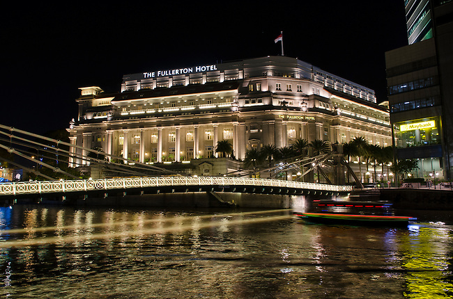 Singapore Fullerton Hotel along River