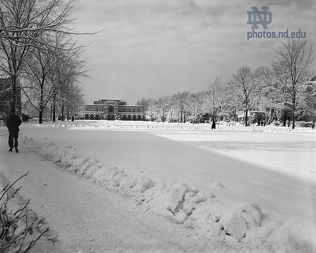 GPHR 45/1294:  South Quad and the Rockne Memorial in winter with snow, December 1950.  Image from the University of Notre Dame Archives.