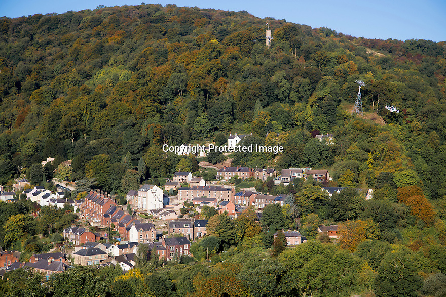 28/09/18<br /> <br /> Suspended over a kaleidoscope of stunning sunlit autumn colour, cable cars make their way up and down to the Heights of Abraham above Matlock Bath in the Derbyshire Peak District.<br /> <br /> All Rights Reserved, F Stop Press Ltd. (0)1335 344240 +44 (0)7765 242650  www.fstoppress.com rod@fstoppress.com