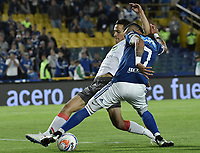 BOGOTA - COLOMBIA, 22-09-2018: Ayron del Valle (Der) jugador de Millonarios disputa el balón con Diego Arias (Izq) jugador de Once Caldas durante partido por la fecha 11 de la Liga Águila II 2018 jugado en el estadio Nemesio Camacho El Campin de la ciudad de Bogotá. / Ayron del Valle (R) player of Millonarios fights for the ball with Diego Arias (L) player of Once Caldas during the match for the date 11 of the Liga Aguila II 2018 played at the Nemesio Camacho El Campin Stadium in Bogota city. Photo: VizzorImage / Gabriel Aponte / Staff.