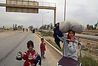 Al Tajih, Iraq, April 13, 2003.A very poor refugee family returns home to Al Tajih, about 25 km North of Baghdad, wich has just been deserted by the retreating Iraqi Army.