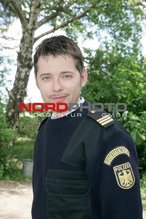 IX. Staffel der ZDF-Produktion&quot;KŁstenwache&quot;, Drehort: Neustadt in Holstein, <br /> <br /> Polizeimeister Kai Norge (Andreas Arnstedt) <br /> <br /> <br /> Foto &copy; nordphoto / Sarbach