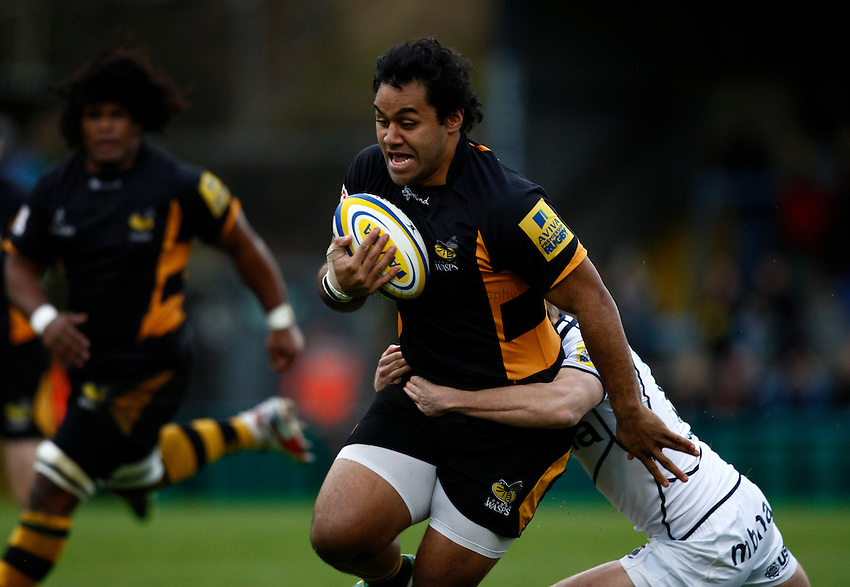 Photo: Richard Lane/Richard Lane Photography. London Wasps v Sale Sharks. 23/12/2012. Wasps' Billy Vunipola attacks.