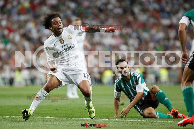 Real Madrid´s Marcelo Vieira (L) and Real Betis´s Molinero during La Liga match at Santiago Bernabeu stadium in Madrid, Spain. August 29, 2015. (ALTERPHOTOS/Victor Blanco)