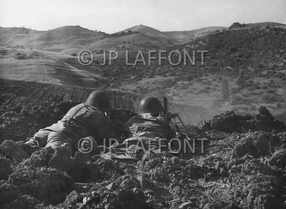 Ecole Militaire d'Infanterie de Cherchell, Algérie, Aout 1960. 2 EOR (Eleves Officiers de Reserves) Live firing excercise using French machine gun 24-29.