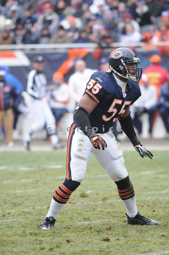 LANCE BRIGGS, of the Chicago Bears  in action during the  Bears game against the New Orleans Saints on December 30, 2007 in Chicago, Illinois...BEARS win 33-25..SportPics