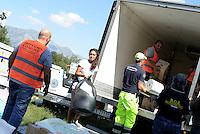 Scai, Amatrice, 26 Agosto 2016.<br /> Volontari impegnati nella costruzione del Campo per terremotati a Scai, frazione di Amatrice. <br /> L'Italia &egrave; stata colpita da un potente, terremoto di 6,2 magnitudo nella notte del 24 agosto, 2016, che ha ucciso almeno 290 persone .<br /> Camp for earthquake victims in Scai,earthquake in central Italy was struck by a powerful, 6.2-magnitude earthquake in the night of August 24, 2016, Which has killed at least 290 people and devastated hundreds of houses.