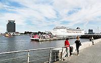 Nederland Amsterdam 2016. Cruiseboot op het IJ.  Foto Berlinda van Dam / Hollandse Hoogte