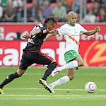 03.10.2010,  BayArena, Leverkusen, GER, 1. FBL, Bayer Leverkusen vs Werder Bremen, 7. Spieltag, im Bild: Arturo Vidal (Leverkusen #23) / Wesley (Bremen #5)  Foto © nph / Mueller