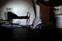 Milano: Eve la Plume durante il suo spettacolo di burlesque
