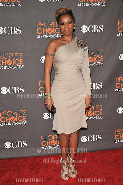 Mary J. Blige at the 2010 People's Choice Awards at the Nokia Theatre L.A. Live in Los Angeles..January 6, 2010  Los Angeles, CA.Picture: Paul Smith / Featureflash