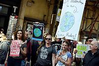 Roma, 22 Aprile 2017<br /> Pantheon.<br /> Marcia per la scienza.<br /> March for science<br /> In oltre 500 citt&agrave; di tutto il mondo sono state organizzate manifestazioni per sensibilizzare opinione pubblica e politica sui temi della ricerca scientifica, ed era nata per protestare contro le politiche anti-scientifiche di Trump.