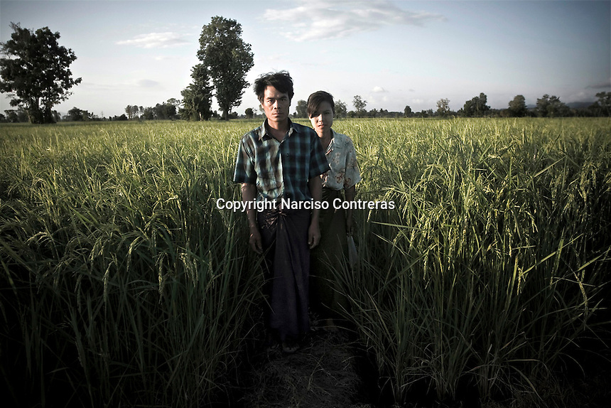 Burmese migrants couple hidding from raid police at the crop fields into Mae Sot township, Thailand. The refugees and migrant burmese community sufer persecution by thai authotities pushed to pay a fee or tax to allow them stay into Thailand.