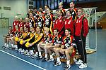 Nach 167 L&auml;nderspielen mit 576 Toren beendet Holger Glandorf seine Karriere in der deutschen Handball-Nationalmannschaft. Der 31-j&auml;hrige Linksh&auml;nder war 2007 Weltmeister und gewann im Juni mit der SG Flensburg-Handewitt die Champions League<br /> Archiv aus: <br />  Handball-Laenderspiel Deutschland vs Oesterreich<br /> Vorstellung der Mannschaft fuer die EM in Slowenien<br /> hintere Reihe v.l. Daniel Stephan, Markus Baur, Frank von Behren, Pascal Hens, Christian Schwarzer,<br /> mittlere Reihe v.l. Jan Knoblauch (Physiotherapeut), Dr. Ulrich Dobler (Mannschaftsarzt), Uwe Stemberg (Team Koordinator), Klaus-Dieter Petersen, Jan-OLaf Immel, Mark Dragunski, Andreas Thiel (Torwart-Trainer), Bundestrainer Heiner Brand, Frank Loehr (Co-Trainer)<br /> vorn v.l. Florian Kehrmann, Holger Glandorf, Christian Zeitz, Henning Fritz, Carsten Lichtlein, Christian Ramota, Christian Schoene, Heiko Grimm, Torsten Jansen.<br /> Foto &copy; nordphoto/Guenter Schroeder <br /> <br />  *** Local Caption *** Foto ist honorarpflichtig! zzgl. gesetzl. MwSt.<br />  Belegexemplar erforderlich<br /> Adresse: nordphoto<br /> Georg-Reinke-Strasse 1<br /> 49377 Vechta