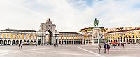LISBOA-PORTUGAL, 12.08.2012 - Praça do Comércio, em Lisboa. Também conhecida como Terreiro do Paço, está localizada à beira do Rio Tejo, é uma das maiores praças da Europa e é considerada o centro oficial da capital e do governo do país. No centro da praça, vê-se a estátua equestre D. José, erigida em 1775 por Joaquim Machado de Castro, o principal escultor português do século XVIII. (Bete Marques/Brazil Photo Press)