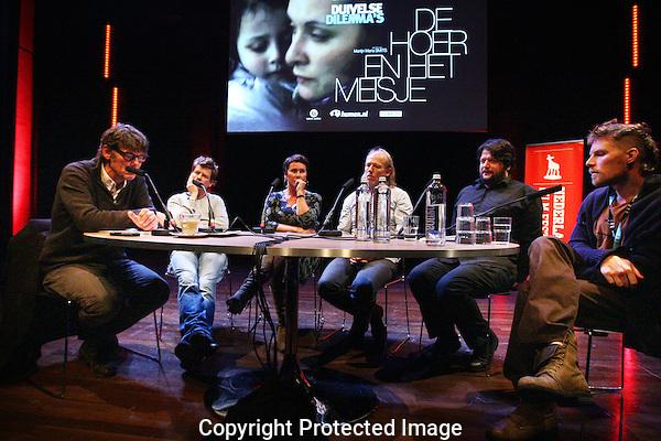 20121003 - Utrecht - Foto: Ramon Mangold - Nederlands Film Festival, NFF 2012, Panel: Duivelse Dillema's..VRNL: Martijn Maria Smits (filmmaker), Tim de Mey (filosoof), Gawie Keyser (filmjournalist), Pleun van Vliet (Psychologe), Pieter Kuypers (Filmmaker) en de gespreksleider.