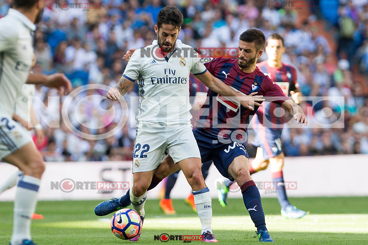 Real Madrid's Isco Alarcon and Eibar's Francisco Rico durign the match of La Liga between Real Madrid and SD Eibar at Santiago Bernabeu Stadium in Madrid. October 02, 2016. (ALTERPHOTOS/Rodrigo Jimenez) /NORTEPHOTO.COM / © NORTEPHOTO.C OM