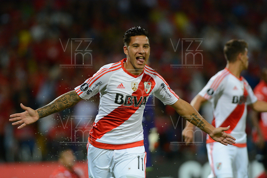 MEDELLÍN -COLOMBIA-15-03-2017. Sebastian Driussi jugador de River celebra el segundo gol anotado al Medellin, durante partido de la fase de grupos, grupo 3, fecha 1 entre Deportivo Independiente Medellin de Colombia y River Plate de Argentina por la Copa Conmebol Libertadores Bridgestone 2017 en el Estadio Atanasio Girardot, de la ciudad de Medellin. / Sebastian Driussi player of River celebrates the second goal scored to Medellin during a match for the group stage, group 3 of the date 1, between Deportivo Independiente Medellin of Colombia and River Plate of Argentina for the Conmebol Libertadores Bridgestone Cup 2017, at the Atanasio Girardot, Stadium, in Medellin city. Photo: VizzorImage/ Leon Monsalve /Cont