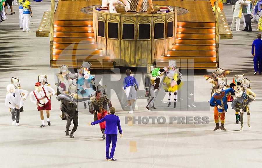 RIO DE JANEIRO, RJ, 17.02.2015 - CARNAVAL 2015 - RIO DE JANEIRO - GRUPO ESPECIAL / UNIDO DA TIJUCA Integrantes comissão de frente da escola de samba Unido da Tijuca durante desfile do grupo Especial do Carnaval do Rio de Janeiro, na madrugada desta terça-feira (17). ( Foto: Paulo Lisboa / Brazil Photo Press).