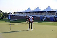 Shane Lowry (IRL) on the 18th green watched by Fran Caffrey (Golffile) during the preview for the DP World Tour Championship at the Earth course,  Jumeirah Golf Estates in Dubai, UAE,  18/11/2015.<br /> Picture: Golffile | Thos Caffrey<br /> <br /> All photo usage must carry mandatory copyright credit (&copy; Golffile | Thos Caffrey)