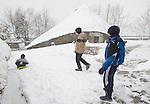 fecha:18-03-2012 En la montaña de Lugo, nieva. Despues de un invierno seco y numerosos incendios. Imagenes en O Cebreiro (Lugo). Foto:EFE/eliseo trigo
