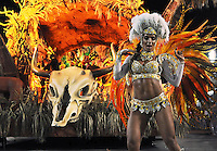A dancer of Imperatriz Leopoldinense samba school performs during parade at the Sambadrome, Rio de Janeiro, Brazil, March 3, 2014.  (Austral Foto/Renzo Gostoli)