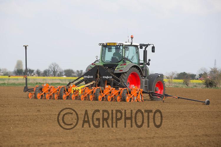 Drilling sugar beet in Lincolnshire<br /> Picture Tim Scrivener 07850 303986